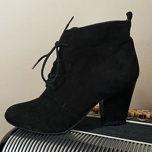 CUTE EXPRESS BLACK FAUX SUEDE LACE UP BOOTIES